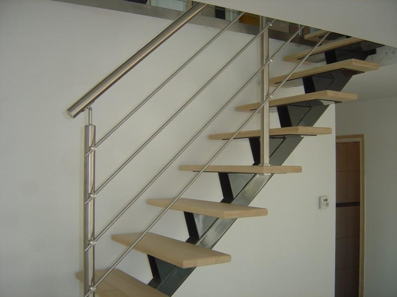 metal art design escaliers limon central acier. Black Bedroom Furniture Sets. Home Design Ideas